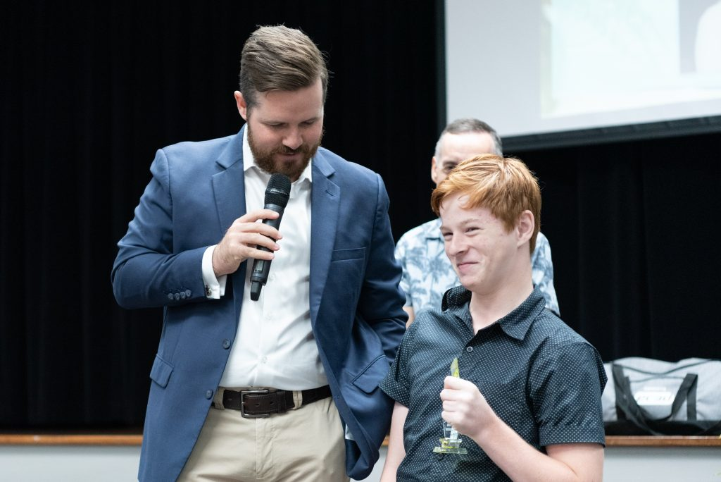Keiran Marsh presenting Brayden Foxley-Conolly with his award at 2018 Annual Awards
